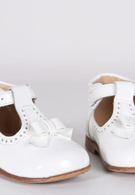 Witte schoentjes, Claris, 19